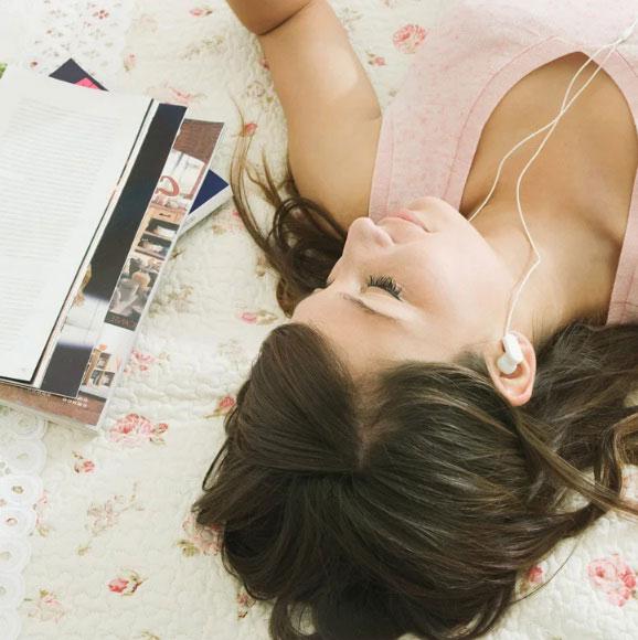 Manfaat Mendengarkan Musik Sebelum Tidur